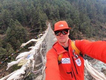 Megérkezett Varga Csaba a Mount Everest alaptáborába, kezdődhet az expedíció