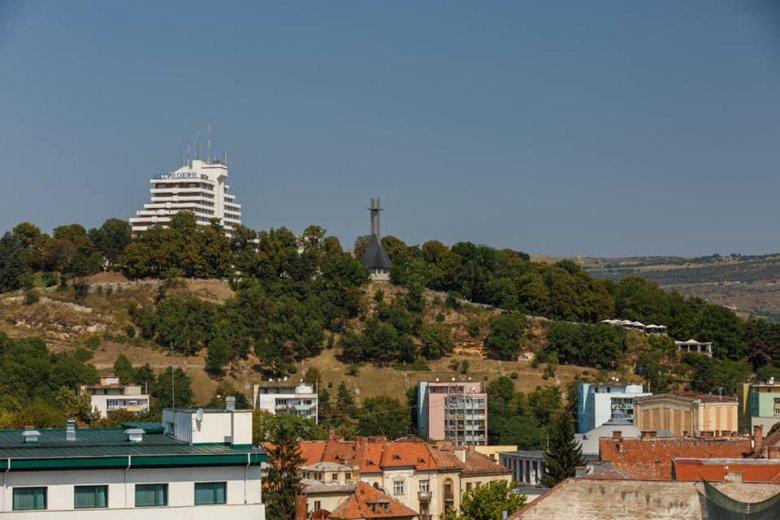 Felújításra vár a Fellegvár: Sisi-szoborral, Funar-kereszt nélkül képzelik el Kolozsvár büszkeségét