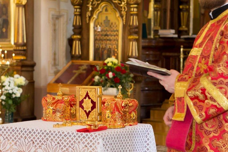 Bírálja a román ortodox egyház szóvivője az oltásellenes papokat, akik szerint a legjobb vakcina a szentáldozás