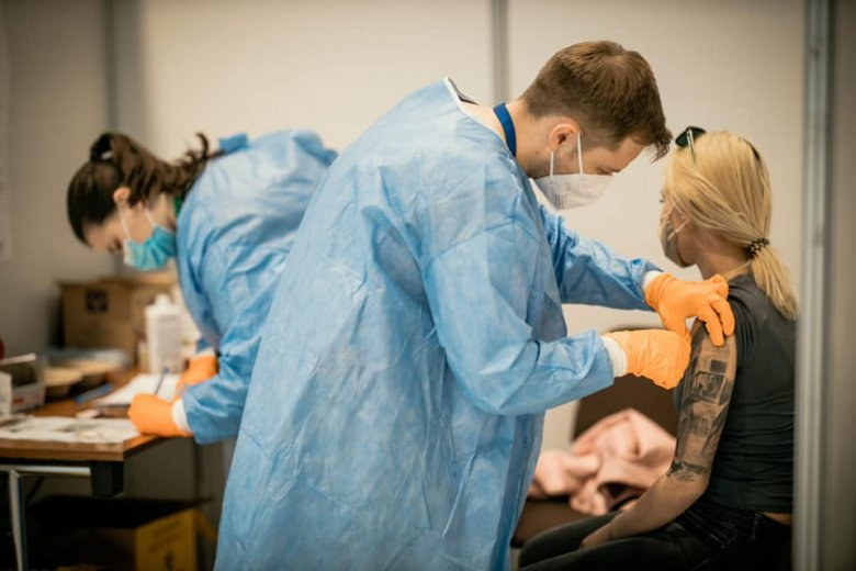 A háziorvosok és orvosi egyetemek is bekapcsolódnak az oltási kampányba