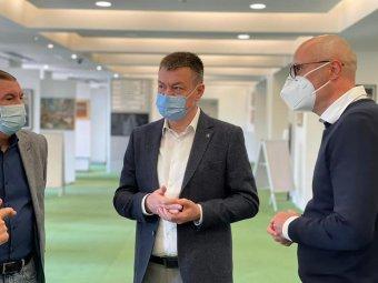 Maszk nélküli kísérleti előadást is terveznek Bukarestben a beoltottak számára