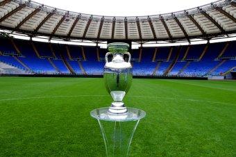 Bukarestbe érkezett a labdarúgó Európa-bajnokság serlege