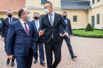 """Gyorsítják a határátlépést a magyar–román határon, """"felélesztik"""" a kisebbségi vegyes bizottságot"""