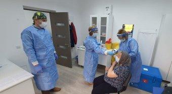 """""""Házhoz jár"""" a vakcina a Szilágyságban – Az önkéntes mobil oltócsapat vezetője a tapasztalatokról"""
