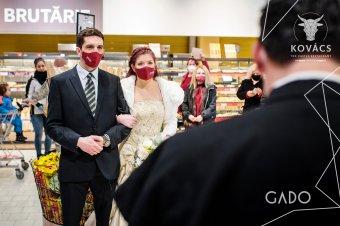 """""""Azt szabad"""": szupermarketben játszották el az esküvőt Sepsiszentgyörgyön"""