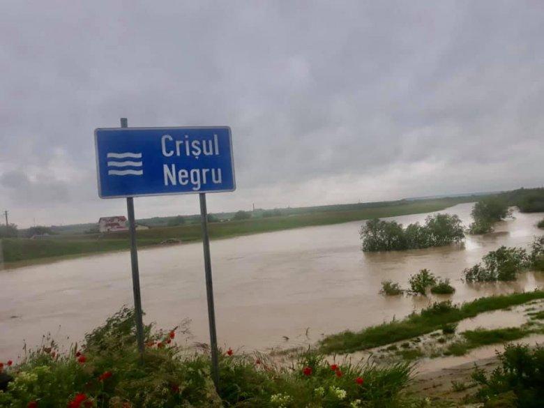 Hat település 29 háztartásában tett kárt a megáradt Fekete-Körös, a határ felé közelít az árhullám csúcsa