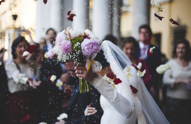 A bizonytalanság miatt kivártak a házasodni vágyók, de következő hónaptól fellendülhet az esküvőszezon