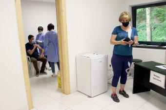 Kapósabb az álhír a koronavírus elleni oltásnál: továbbra is alacsony az átoltottság a magyarok által lakott vidékeken