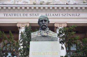 Bár a színház önállóságát megszüntetnék, Szigligeti Ede szobrát felújítják Nagyváradon