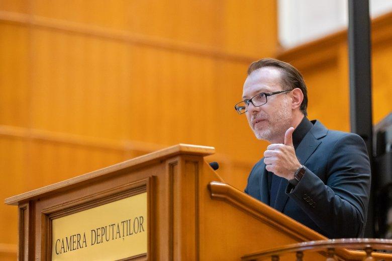 Leváltással fenyegeti a házelnököket a kormányfő, ha az alkotmánybíróság neki ad igazat a bizalmatlansági indítvány kapcsán