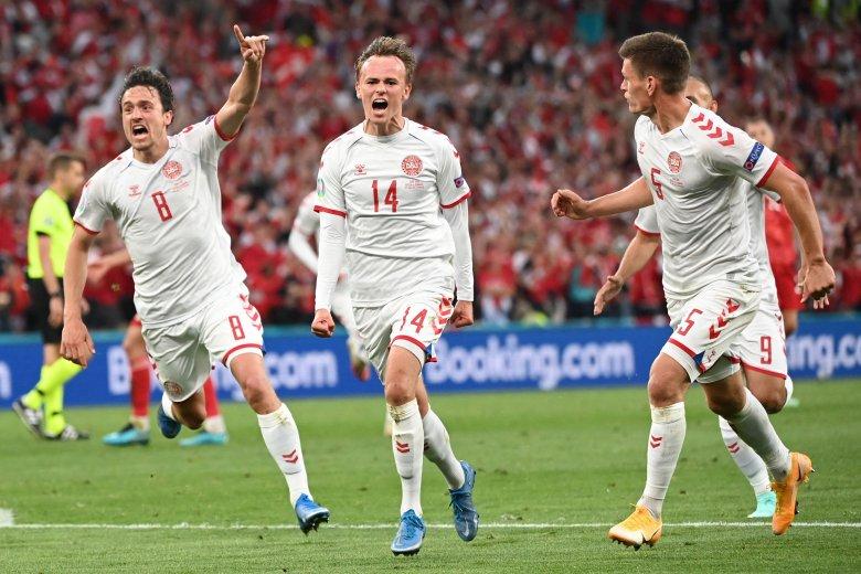 EURO-2020 – Továbbjutást ért a gólzáporos dán siker, már 11 csapat nyolcaddöntőssé vált