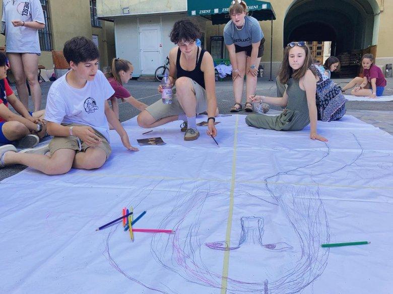 Kicsábítani a kamaszokat a négy fal közül – Román Mónika gyerekpszichológus a fiatalokat célzó kolozsvári eseménysorozatról