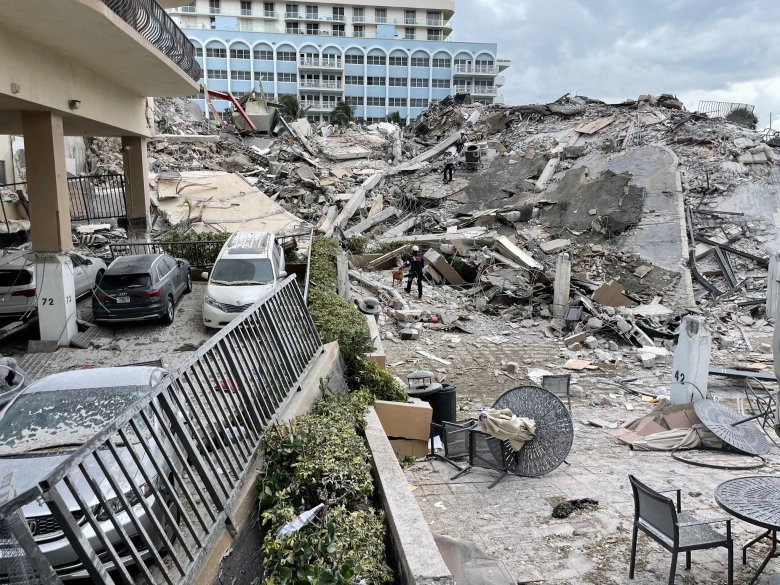 Részben összeomlott egy lakóház Floridában, félszáz embert keresnek