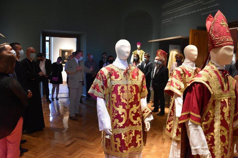 Épületből közösségi építmény: megnyitották az egyházművészeti gyűjteményt a nagyváradi püspöki palotában