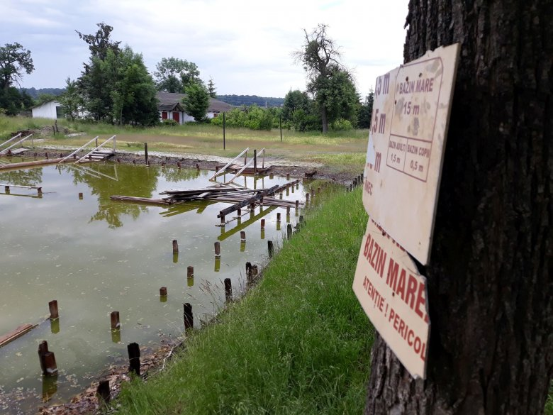 Sóbálvánnyá dermedt a nagy múltú strand: csak ingyen kell az önkormányzatnak a görgénysóaknai fürdő