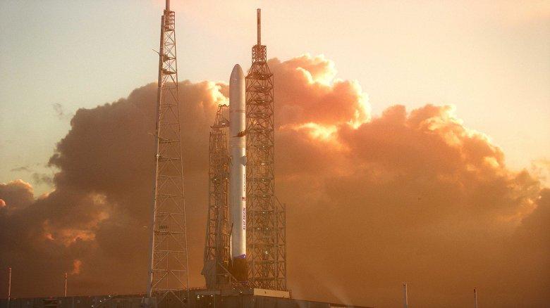 Egy ismeretlen licitáló 28 millió dollárt fizetett egy tízperces űrutazásért Jeff Bezossal