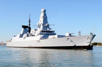 Buszmegállóban felejtett titkos haditengerészeti iratokat a brit védelmi minisztérium alkalmazottja