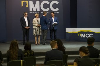 Visszaállítani a közéleti pályát választók hivatástudatát: átadták az Erdélyi Politikai Iskola okleveleit