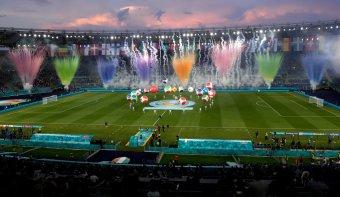 Olasz zakót kaptak a törökök a látványos ünnepséggel elkezdődött labdarúgó Európa-bajnokságon