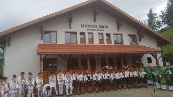 Nem feledett hűség: magyarországi támogatással épült sportcsarnokot avattak Gyimesközéplokon