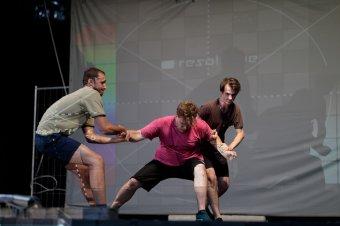 Látszatvalóságok útvesztői a színpadon: a Semmi című regényből készült előadás premierjét tartja ma a temesvári magyar színház