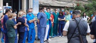 Az egészségügyi miniszter és a beolvasztás ellen tiltakoztak a kolozsvári urológiai intézet munkatársai