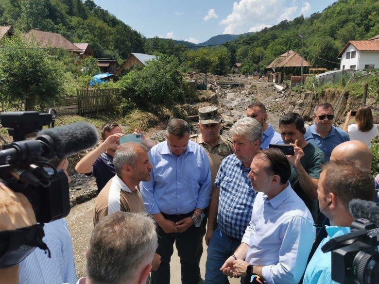 Újjáépítés a nagy árvíz után: Cîţu kormánytámogatást ígért az erdélyi károsultaknak
