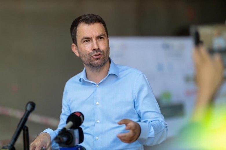 Lezárt ügy: az óriási késések ellenére megőrizheti tisztségét a vasúti társaság vezérigazgatója