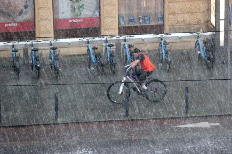 A következő két hétben változékony időjárásra, esőzésekre lehet számítani