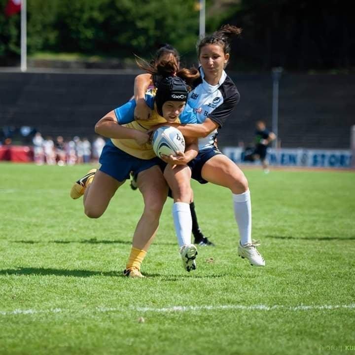 """Ami nem hagyományos, az """"ijesztő"""" sport: nehéz a női rögbi helyzete Erdélyben"""