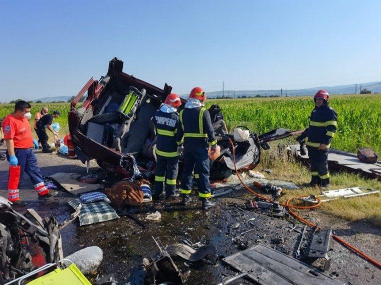Hét személy, köztük két gyerek életét vesztette a csángóföldi közúti balesetben