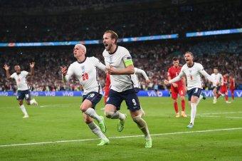 Végig támadtak az angolok, hazai pályán játszanak döntőt