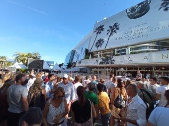 Cannes-i fesztiválozás közben elhinni, hogy nincs is világjárvány – Helyszíni beszámoló a filmvilág fellegvárából