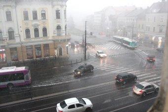 A vasúti és közúti közlekedésben is fennakadásokat okozott a viharos időjárás