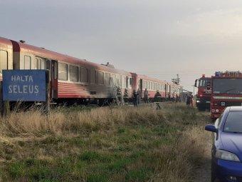 Kigyulladt egy személyvonat Arad megyében