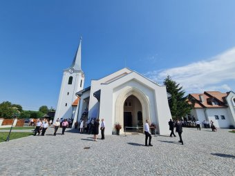 Felszentelték és átadták Mezőpanit anyaországi támogatásból felépült új református templomát
