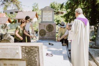 Tompa Miklósnak és Mende Gabynak állítottak emléket Marosvásárhelyen