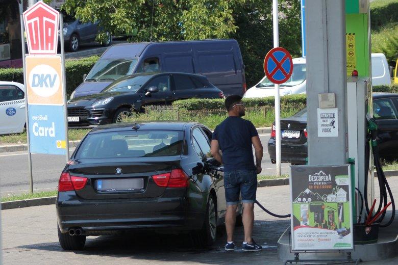 Egekben az üzemanyagár is: meghaladta a 7 lejt a prémium benzin literenkénti ára