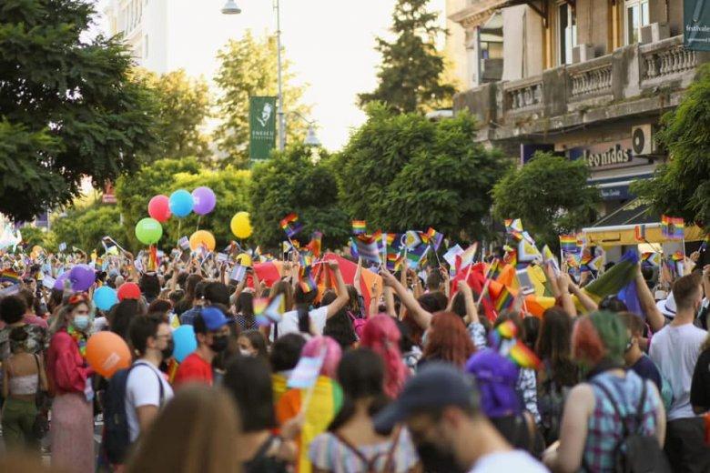 Melegfelvonulást és ellentüntetést is tartottak Bukarestben
