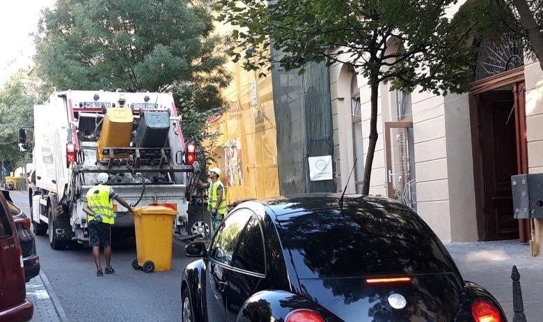 Közlekedési dugókat okoz a szemételhordás Marosvásárhelyen