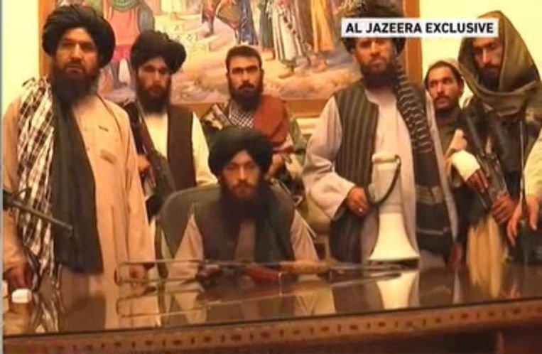 A tálibok elfoglalták a kabuli elnöki palotát, és azt mondják, a háború véget ért