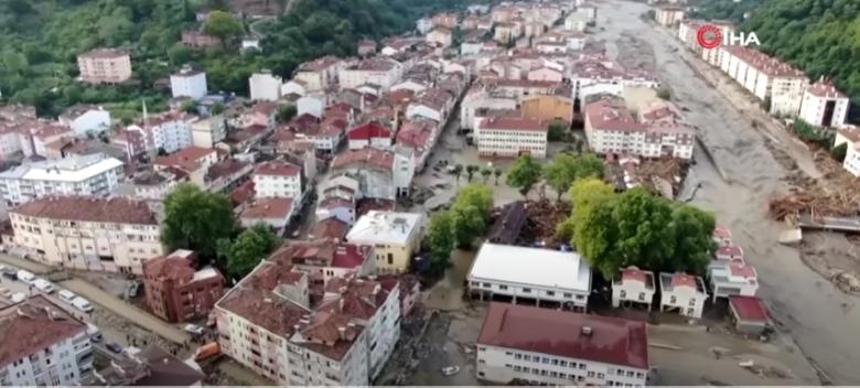 Tovább pusztítanak az észak-törökországi áradások, egyre nő a halottak a száma