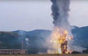 Felrobbant és leégett egy tűzijáték-lerakat Brassó megyében, egy személy életét vesztette