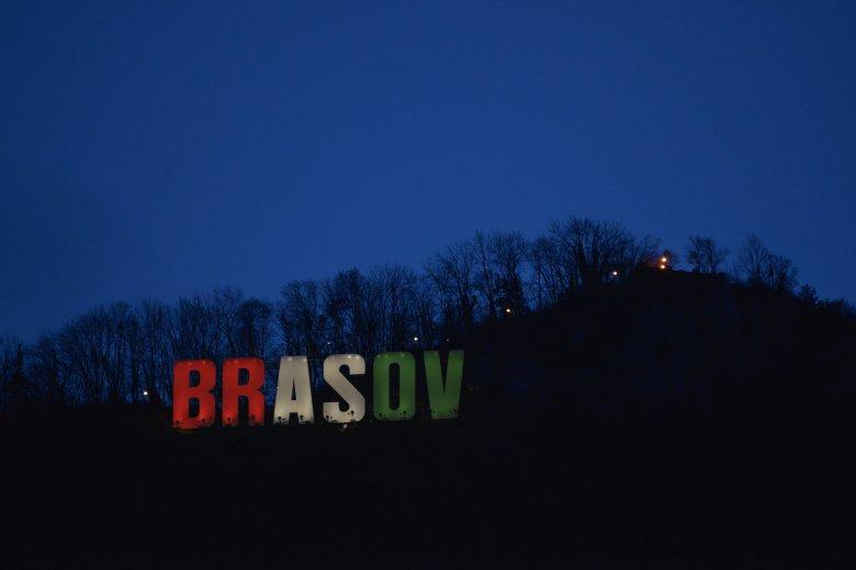 Szép gesztus: piros-fehér-zöld színekre vált a brassói városháza az államalapítás tiszteletére