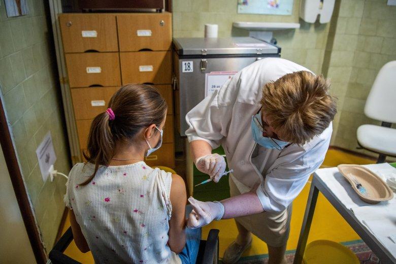 A tanévvel együtt kezdődik az iskolai oltáskampány