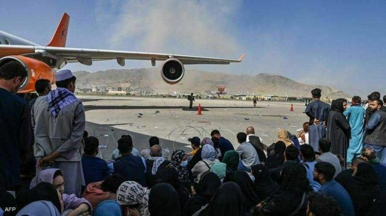 FRISSÍTVE – Öngyilkos merényletek a kabuli reptéren, több mint félszáz halott, köztük gyerekek és amerikai katonák