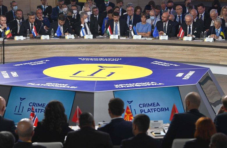 A magyar államfő és a román miniszterelnök is a kisebbségi jogok szavatolására szólította Ukrajnát