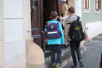 Több mint tizenhatezer óvodás és iskolás, valamint közel hatezer tanügyi alkalmazott Covid-fertőzött
