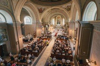 Nem mondani le a szent időről: Szatmárnémetiben megáldották a felújított katolikus székesegyházat
