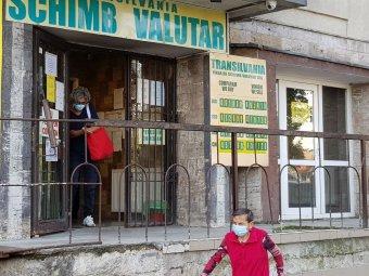Keresztbe tesz a kormányválság a román fizetőeszköznek, történelmi csúcson a lej-euró árfolyam